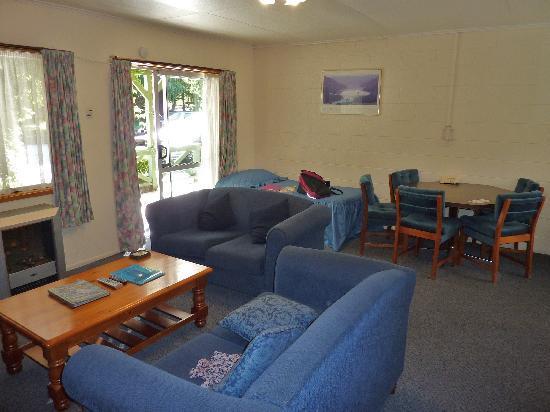 Archway Motels : Notre séjour-salon - vue 2