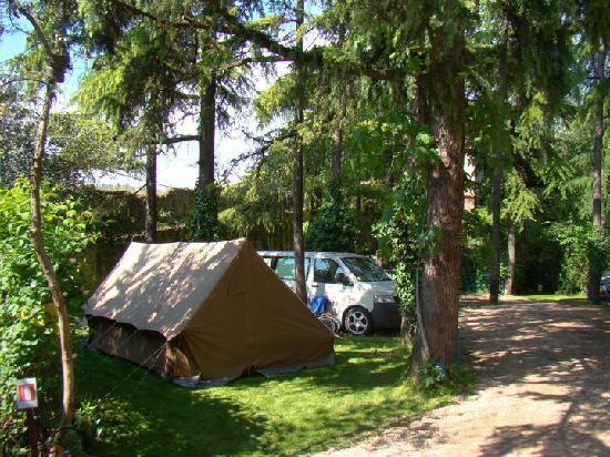 Camping Castel San Pietro: Big family tent