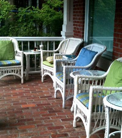 Woodley Park Guest House: Best breakfast spot in D.C. -- also good for wine & chats at sunset