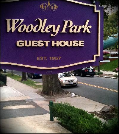 Woodley Park Guest House: the 'welcome home' sign on the front porch