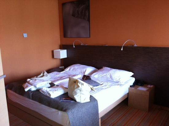 Hotel Sotelia: sui letti anche dei messaggi con amuleti portafortuna