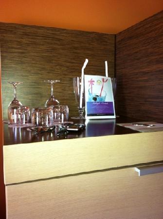 Hotel Sotelia: i bicchieri con varie ricette per i coctail del minibar