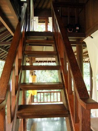 Villa di Abing: Stairs up to Coco Room