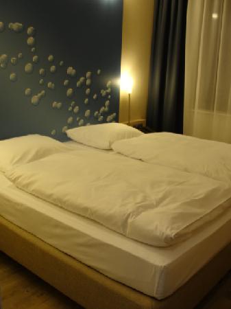 H2 Hotel Berlin Alexanderplatz: the room
