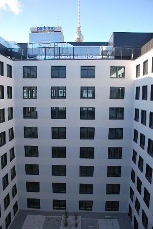 H2 Hotel Berlin Alexanderplatz: view to the yard