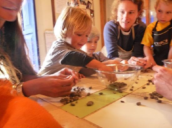 ChocoMuseo: Making chocolate with kids