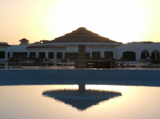 Fantazia Resort: sera in piscina