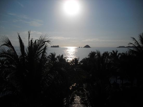 Barcelo Ixtapa: Sunset from our oceanview second floor