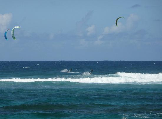 Villa Montana Beach Resort: Kite surfing from the beach