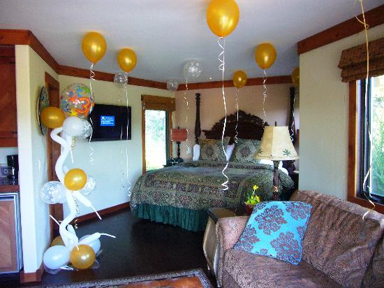 The Casitas of Arroyo Grande: Happy Birthday Balloons I had delivered before we arrived