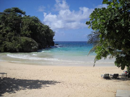San San Tropez Villa-Hotel: Most beautiful beach in Port Antonio