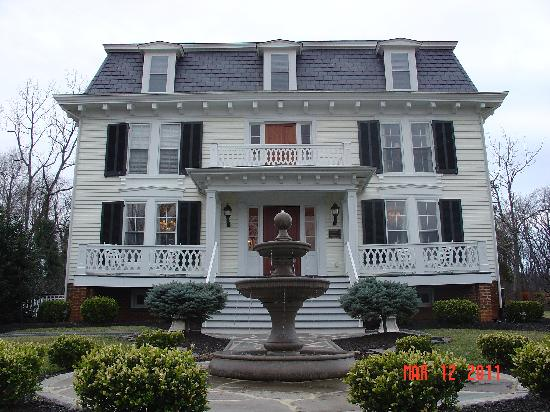 Chestnut Hill Bed & Breakfast Inn: Breathtaking from the moment you arrive!