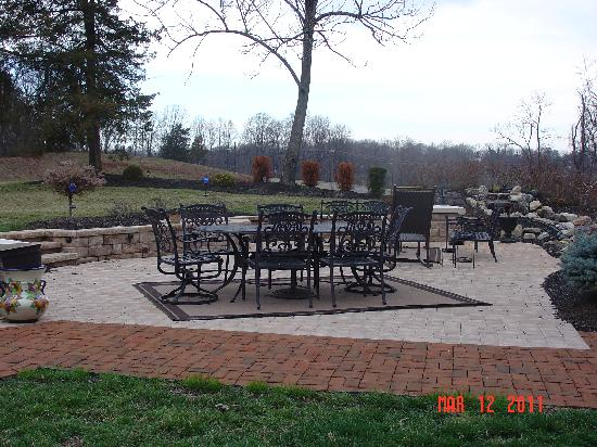 Chestnut Hill Bed & Breakfast Inn: Beautiful Landscaping and Scenery!