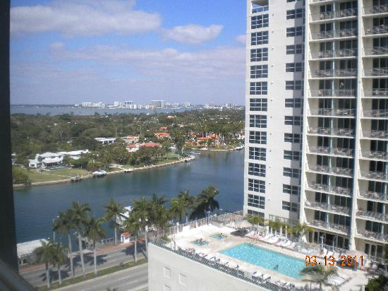 Miami Beach Resort & Spa: Bay view from the room