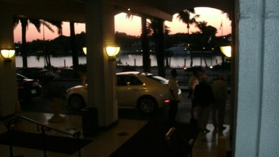 Miami Beach Resort and Spa: Waiting for taxi