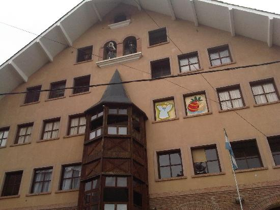 Schule in Hauptstrasse von Villa General Belgrano