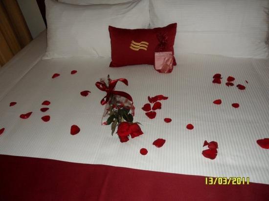 Crowne Plaza Maruma Hotel & Casino: detalle de la cama