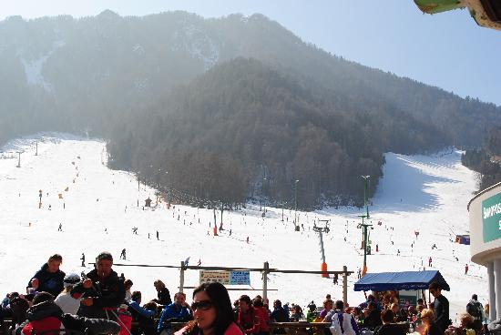 Hotel Lipa: blue slope on left, red on right, Kranska Gora