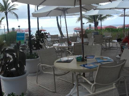 Ocean Club Cabana Bar & Grill: Relax and Enjoy!