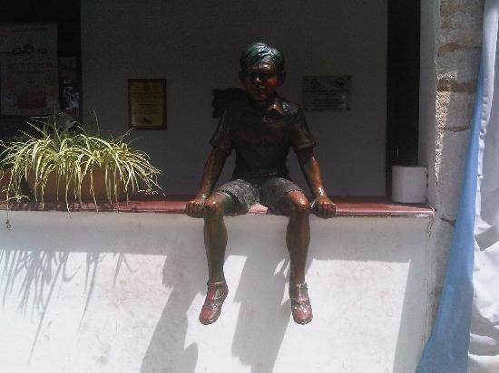 Alta Gracia, Argentina: Statue des Che Guevara als Kind