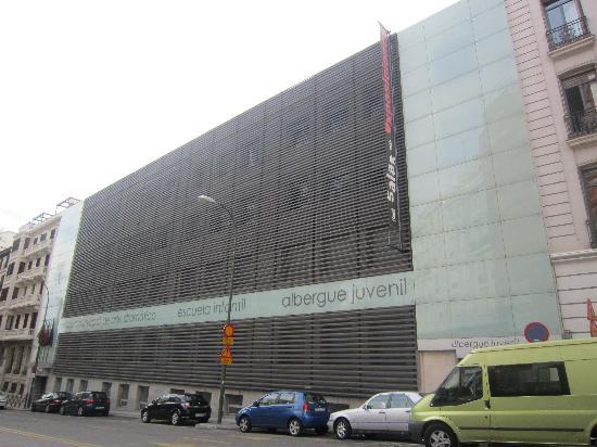 Albergue Juvenil Madrid: El albergue visto desde fuera.