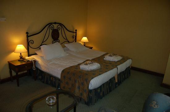 The Peak Hotel: standard twin room
