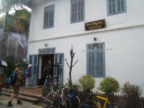 Xieng Mouane Guest House: Street entrance