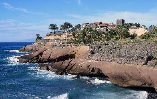 Island Village Apartments: Costa Adeje is 5min walk