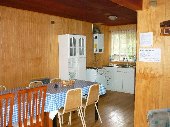 Cabanas La Escondida: Comedor cocina