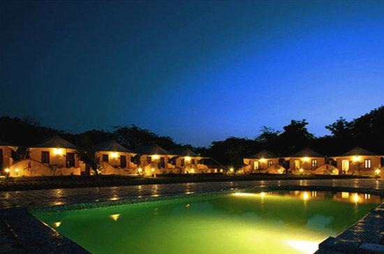 Nakhtarana, Inde : pool view
