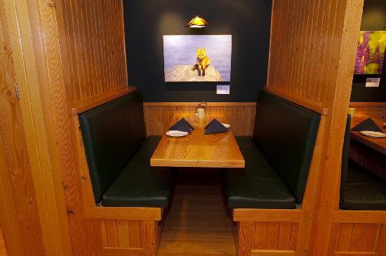 Rookery Pub Fine Dining : Dining Room Booth