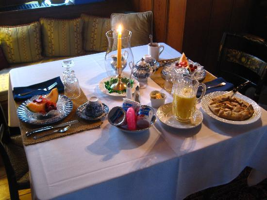The Centennial House Bed and Breakfast : The most beautiful and scrumptious breakfast! :)