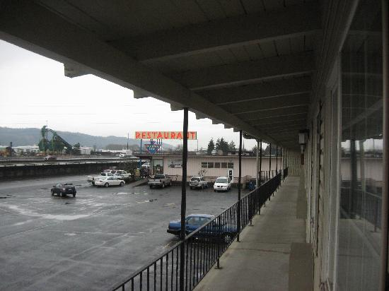 Motel 6 - Kalama Wa: view from door
