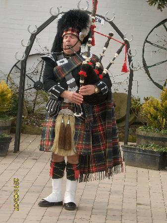 Tarbet, UK: Gretna Green where the wind blows up your kilt