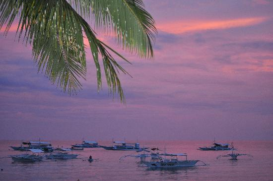 Panglao Regents Park Resort: Early evening on the beach