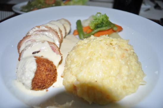 بانجلاو ريجينتس بارك ريزورت: Chicken Cordon Bleu