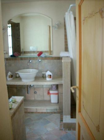 il bagno piccolo ma funzionale - Picture of Antica Torre del Nera, Scheggino ...