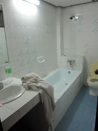 Phra Arthit Mansion: Badezimmer