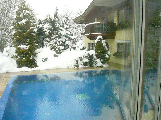 Alpenrose: Aussen-Pool geheizt