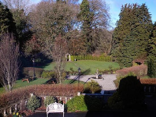 Castle Oaks House Hotel: View from window