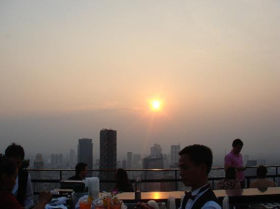 Banyan Tree Bangkok: Sunset@Moon Bar
