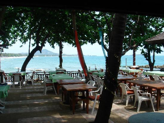 First Bungalow Beach Resort: Beachbungalows mit typischer Klientel