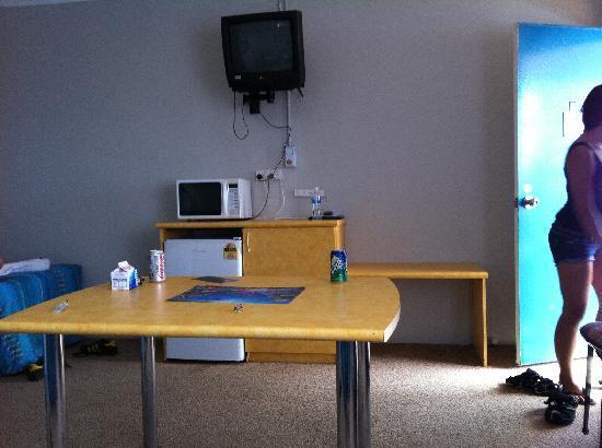 Ocean Drive Motel: the table & TV
