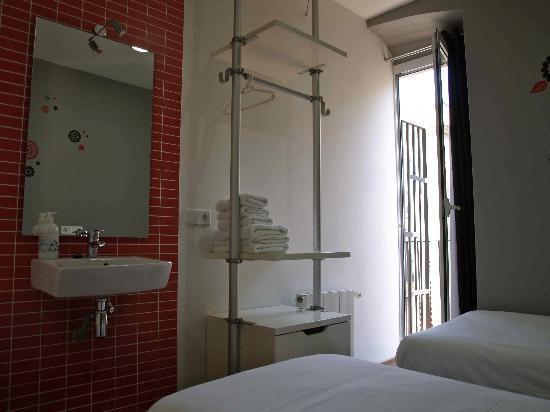 Hostal NITZS BCN: Twin Room