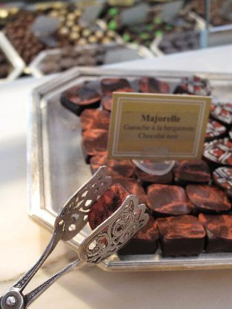 Sweet Zurich Tour: Taste a truffle or two...