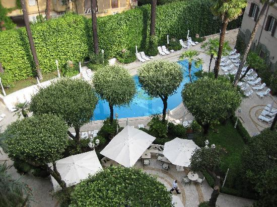 Aldrovandi Villa Borghese: View of the pool from our room