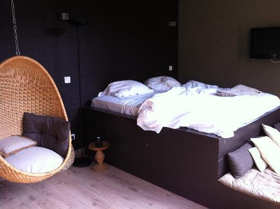 Un Lieu Unique : Confortable bed and nice decoration
