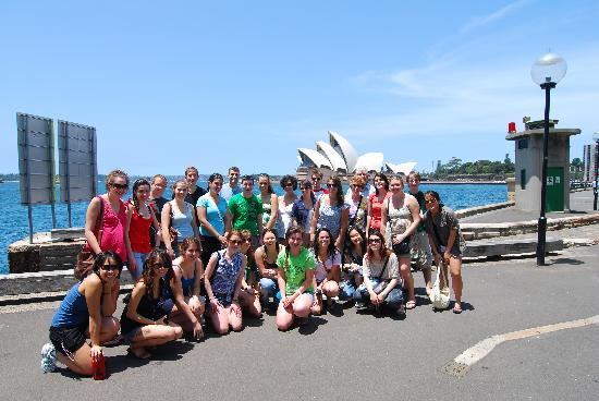 I'm Free Walking Tours: Group photo with the Opera House!