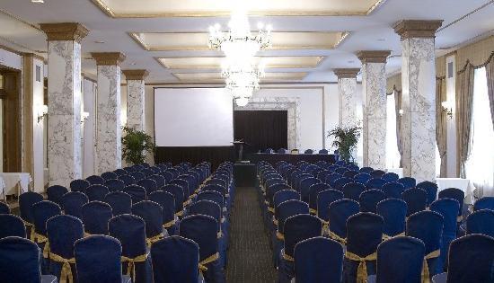 Hotel El Avenida Palace: Meeting room - School shape 2