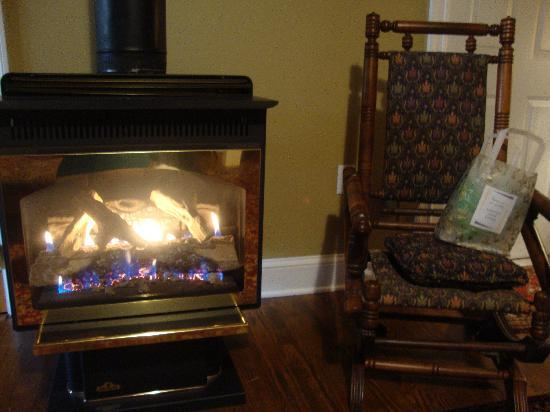Adamstown Inns & Cottages : Fireplace, rocking chair and a gift they gave us!